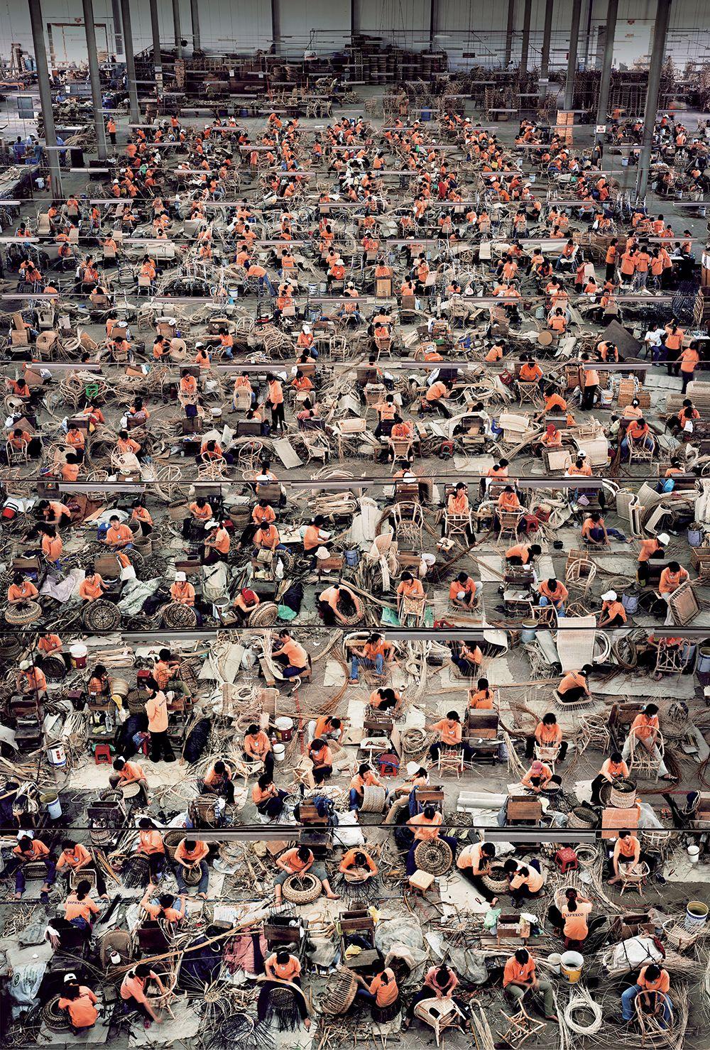 7Andreas-Gursky-Nha-Trang-20041