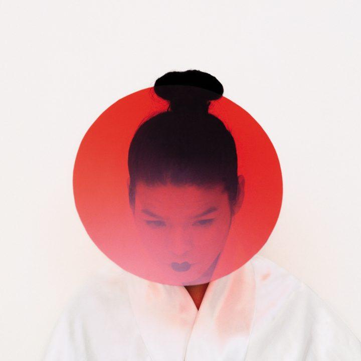 portrait blanc et rouge