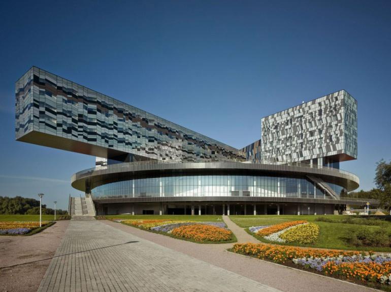 Situés dans la commune de Skolkovo, dans la périphérie Moscou, l'école de management Skolkovo de Moscou est l'un des plus prestigieux établissements d'enseignement supérieur en Russie.