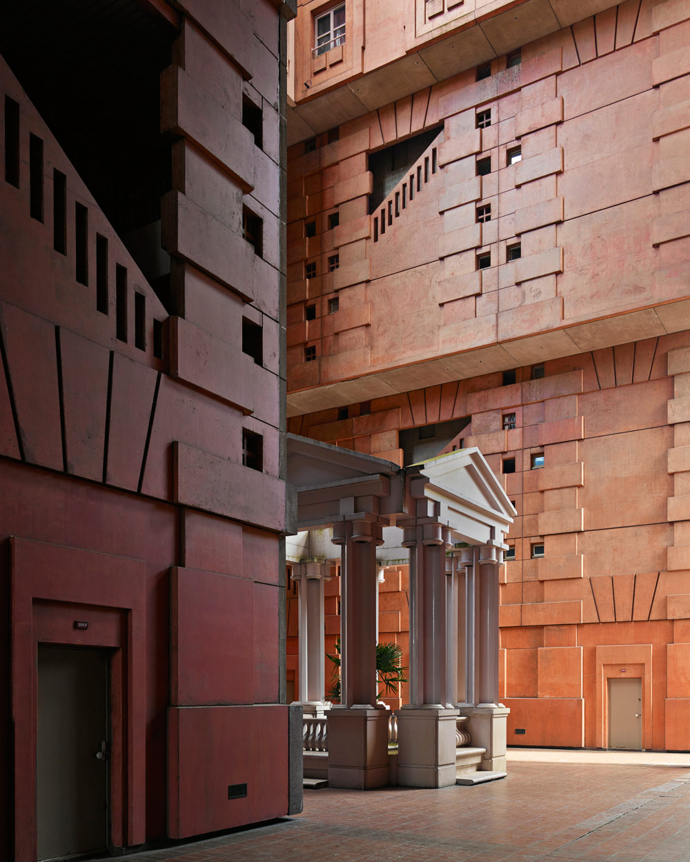 Les_Espaces_Abraxas_Marne_la_Valle_Paris_France_Ricardo_Bofill_Taller_Arquitectura_12