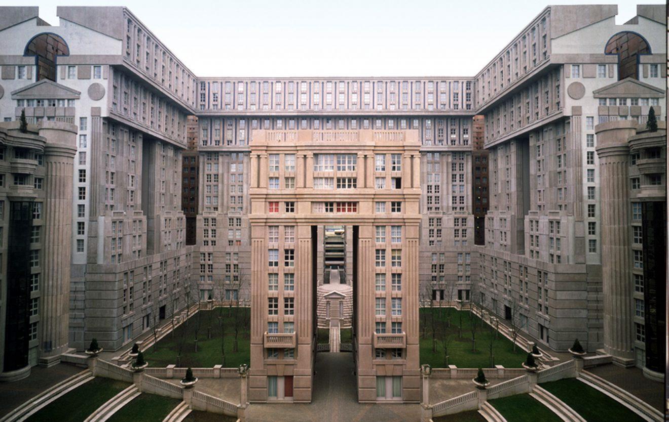 Espaces d 39 abraxas les utopies de ricardo bofill for Immeuble camembert noisy le grand