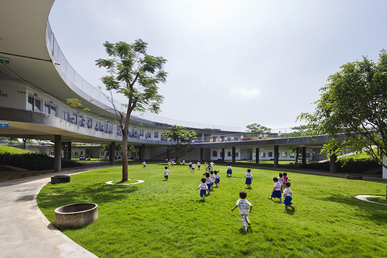 farming-kindergarten_05_western_courtyard