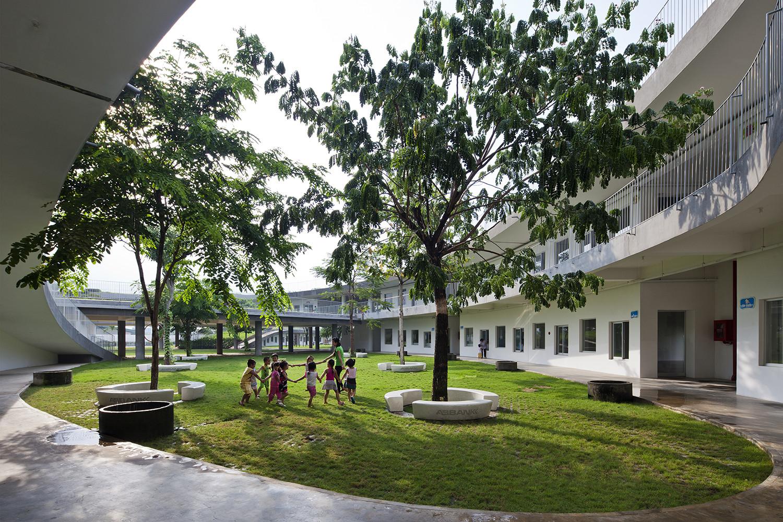 farming-kindergarten_08_eastern_courtyard