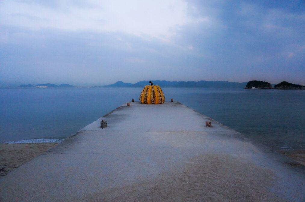 naoshima citrouille sculpture