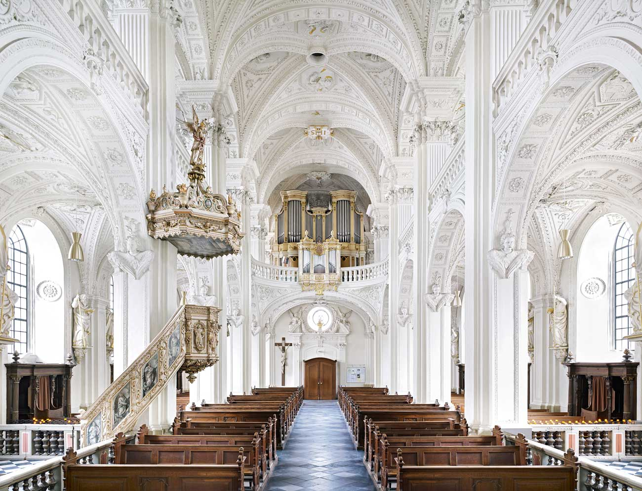 Candida-Hofer-Dominikanerkirche-Sankt-Andreas-Düsseldorf-II-2011