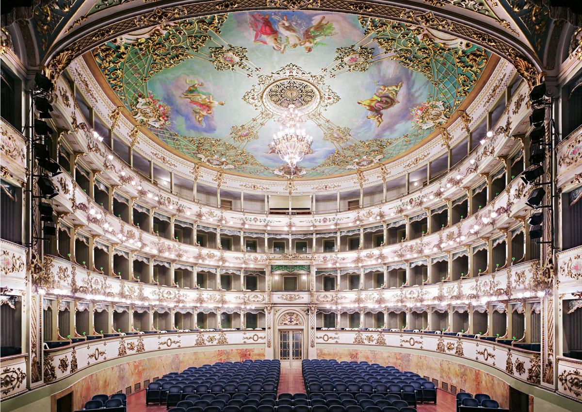 candida-hofer-teatro-comunale-di-carpi-2011