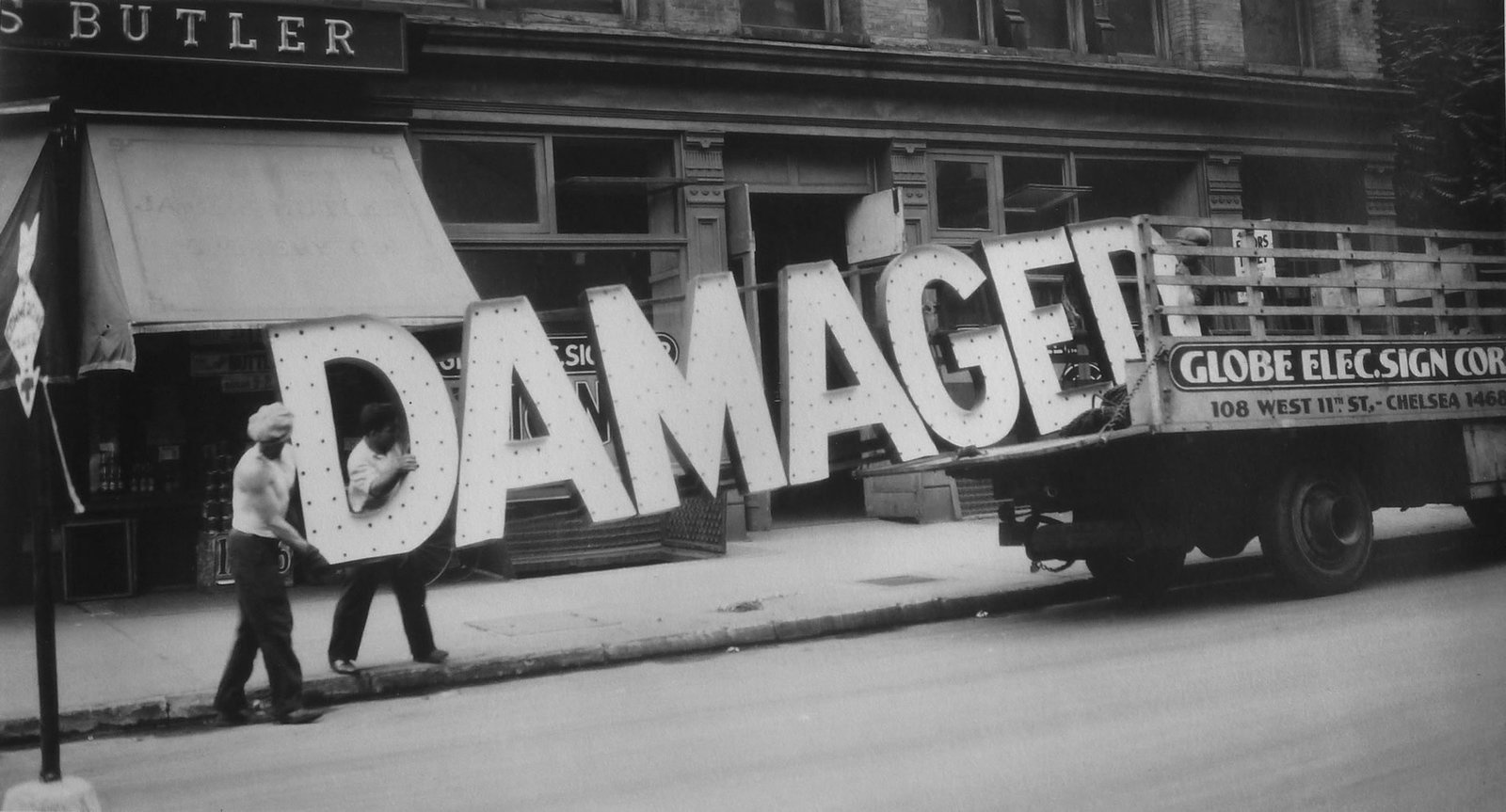 walker evans vernaculaire-damaged-sign