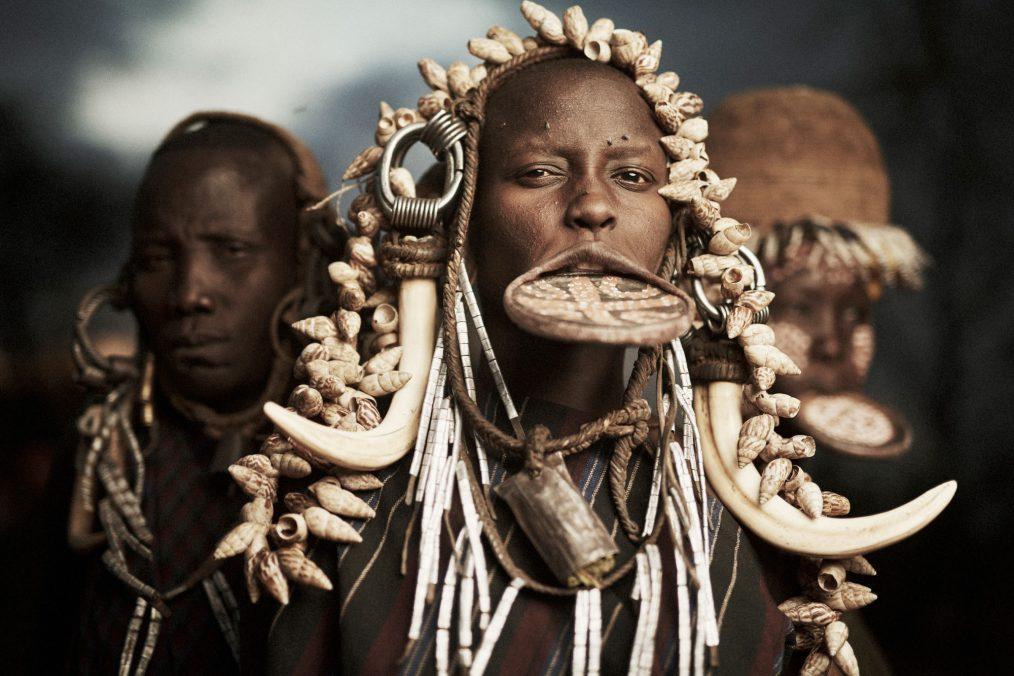 femme africaine a plateau
